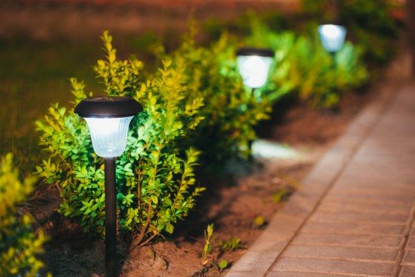 10 Model Lampu Taman Populer 2020 Yang Wajib Nongkrong Di Taman Rumah Kamu