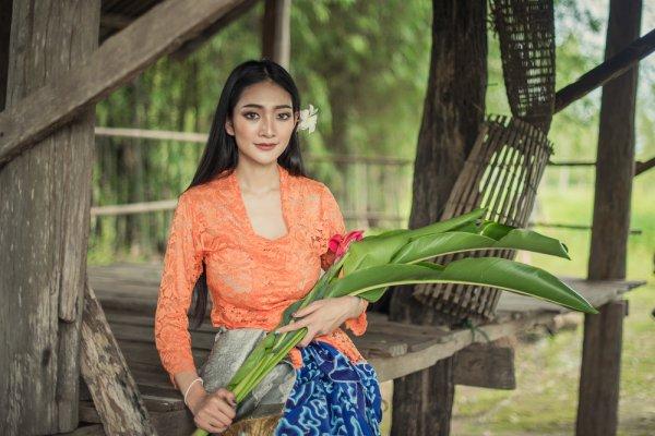 Tampil Elegan Khas Indonesia dengan 10 Rekomendasi Kebaya Bali yang Cantik dan Tidak Kalah Fashionable dengan Outfit Modern (2020)