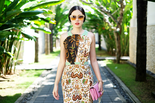 10 Rekomendasi Baju Batik Kombinasi Paling Keren yang Bikin Para Wanita Semakin Fashionable (2020)