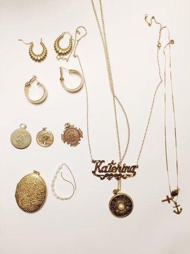 Bingung Mencari Hadiah untuk Pasangan? 10 Perhiasan Kalung dengan Inisial Nama Bisa Menjadi Pilihan