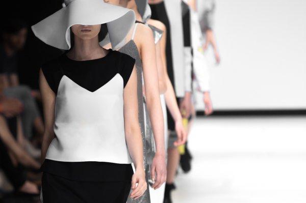 10 Rekomendasi Produk Fashion Wanita Terkini 2018, Wajib Ada di Lemari Anda