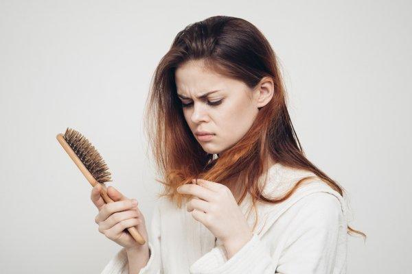Atasi Masalah Kerontokan Rambut dengan 7 Bahan Alami Ini Agar Lebih Aman dan Murah!