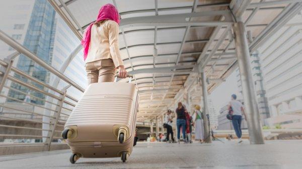 Kamu Muslimah yang Suka Travelling? 10 Jilbab Traveler Ini Dijamin Membuatmu Nyaman Selama Bepergian