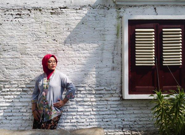 10 Rekomendasi Kebaya Wisuda Hijab agar Kamu Tampil Sempurna di Hari Kelulusan (2021)