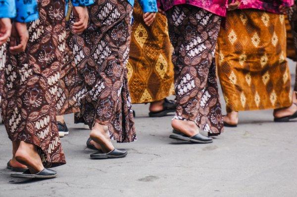 Inilah 9 Celana Batik untuk Fashion Pria yang Paling Dicari