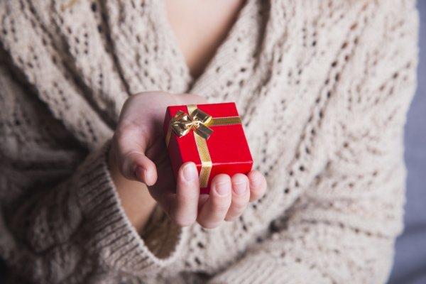 10 Inspirasi Kado Kecil Untuk Istri Yang Lebih Bahagia (2018)