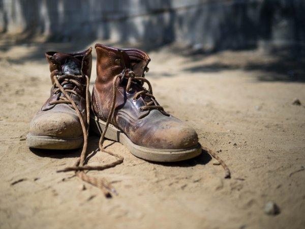 10 Pilihan Sepatu Bot Keren untuk Pria Sejati
