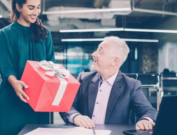 11+ Inspirasi Hadiah Paling Tepat untuk Bos Anda di 2019