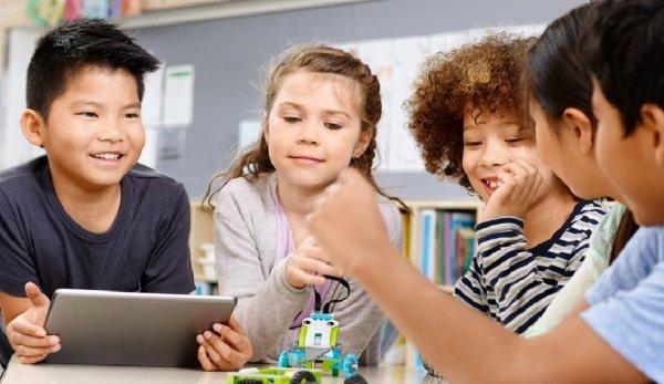 Butuh Rekomendasi Hadiah untuk Anak Laki-laki? Cek Aja 9 Rekomendasi Mainan Robot dari BP-Guide yang Bisa Mengasah Imajinasi Anak
