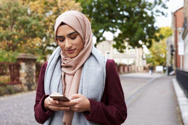 10 Model Baju Muslim 2018 Terbaru Dan Tips Memilih Baju Muslim Yang  Berkualitas c065e1c640