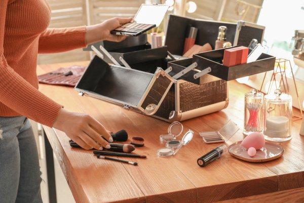 10 Rekomendasi Makeup Case untuk Kamu yang Senang Berdandan (2021)