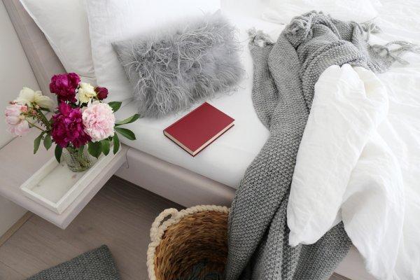 10 Rekomendasi Bantal Bulu yang Bagus, Unik, dan Cocok untuk Memperindah Ruangan (2019)