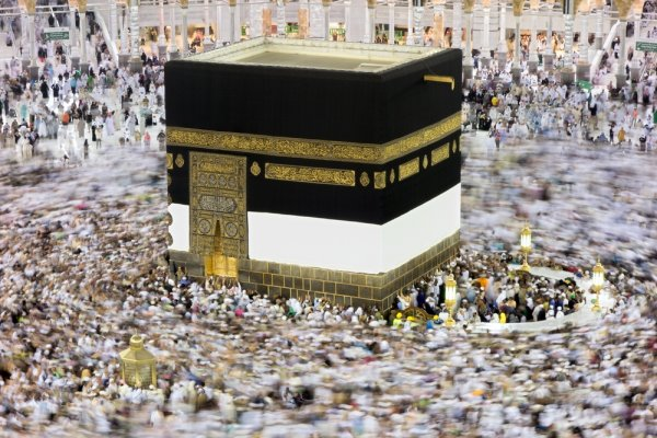 Tak Perlu Bingung, Ini 10+ Oleh-oleh Haji Yang Bisa Diberikan Sepulang Dari Tanah Suci