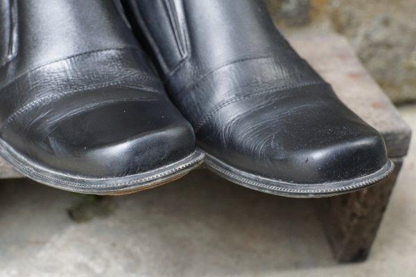 10 Rekomendasi Sepatu Pantofel Pria yang Elegan dan Menarik untuk Penampilan Anda (2020)