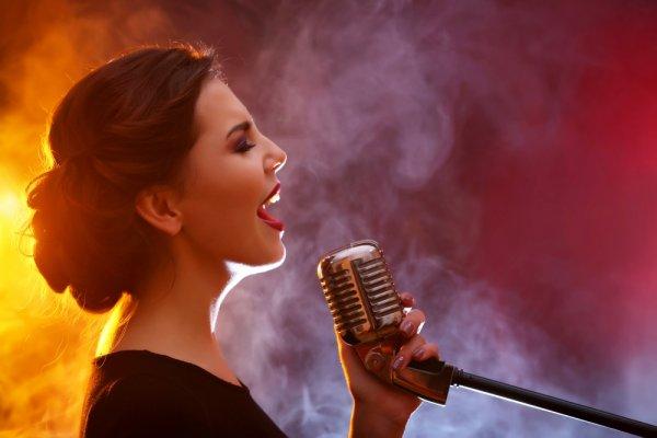 Kamu Suka Bernyanyi? 10 Tips Ini Bisa Bikin Suaramu Semakin Bagus saat Menyanyi Tanpa Fals