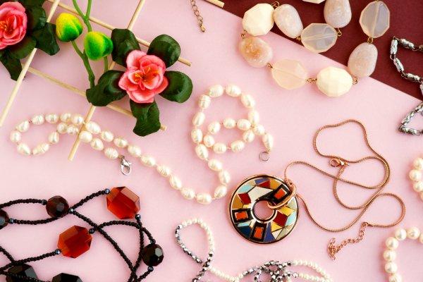 Cintai Produk-produk dalam Negeri! Inilah 10+ Brand Perhiasan Kekinian Karya Anak Bangsa