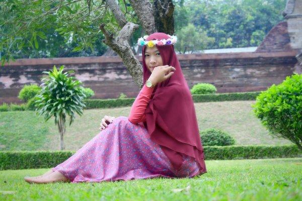 Simpel dan Kasual, Ini 10 Rekomendasi Produk untuk Gaya Wanita Berhijab yang Bisa Kamu Sontek (2019)