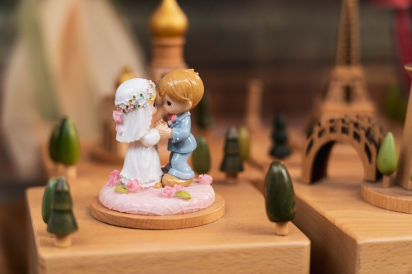 Tiny Treasures That Mesmerize Everyone: 10 Unique and Adorable Personalized Miniature Gift Ideas for a Couple in 2020