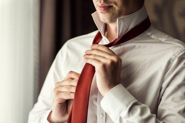 Ketahui Cara Memakai Dasi yang Tepat dan 7 Pilihan Dasi yang Elegan untuk Anda