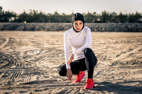 Kamu yang Berhijab Tetap Bisa Kok Bergaya Sporty dengan 6 Rekomendasi Sweater dan Jaket dari Nike