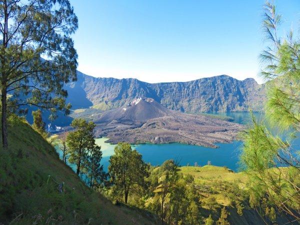 10 Taman Nasional yang Wajib Dikunjungi di Indonesia yang Memberikan Pengalaman Liburan yang Seru dan Menantang
