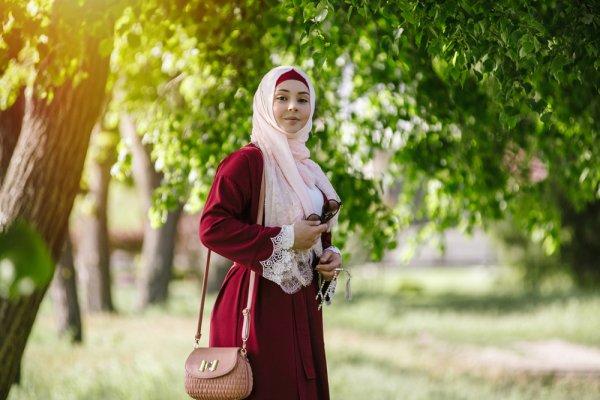 10 Rekomendasi Baju Muslim yang Membuat Penampilanmu Tampak Modis Sekaligus Santun (2019)