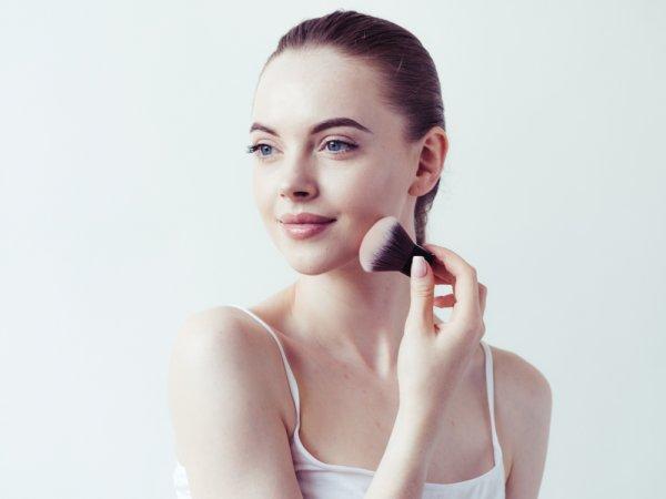 10 Rekomendasi Bedak Tabur untuk Makeup Tahan Lama bagi Si Kulit Berminyak