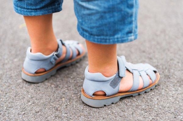 Buah Hati Makin Stylish dengan 10 Rekomendasi Sepatu Sandal Anak Laki-laki Berikut! (2020)