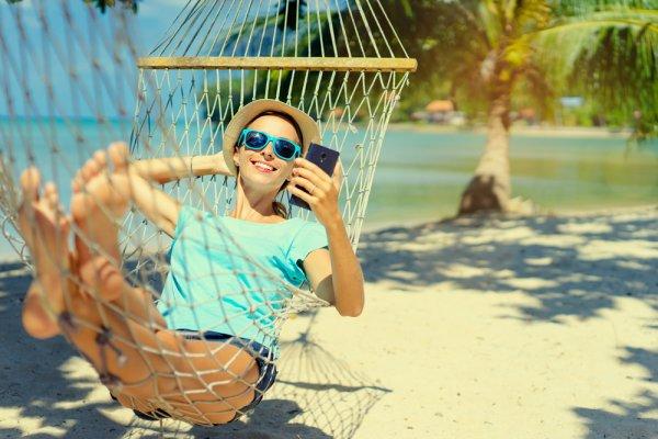10 Rekomendasi Gadget Pouch untuk Melindungi Smartphone-mu Saat Liburan (2019)