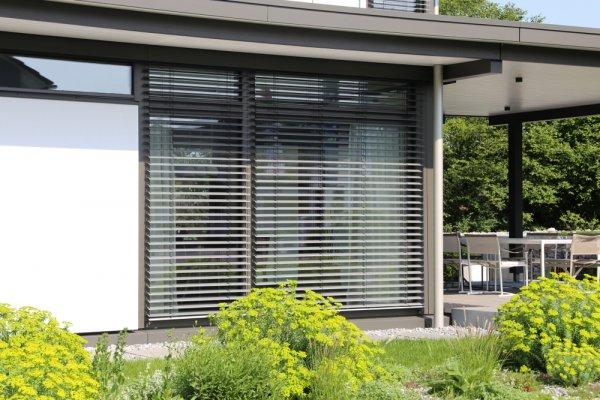10 Rekomendasi Tirai Outdoor yang Melindungi Sekaligus Mempercantik Rumah Anda (2020)