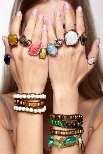 Percantik Tangan Kamu dengan 8 Perhiasan dan Aksesoris Berikut