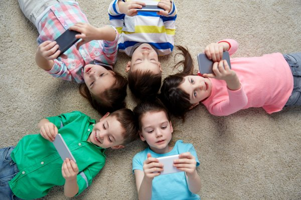 Ayo Bantu Anak Makin Kreatif dan Cerdas dengan 10 Gadget untuk Anak Usia Dini Rekomendasi BP-Guide