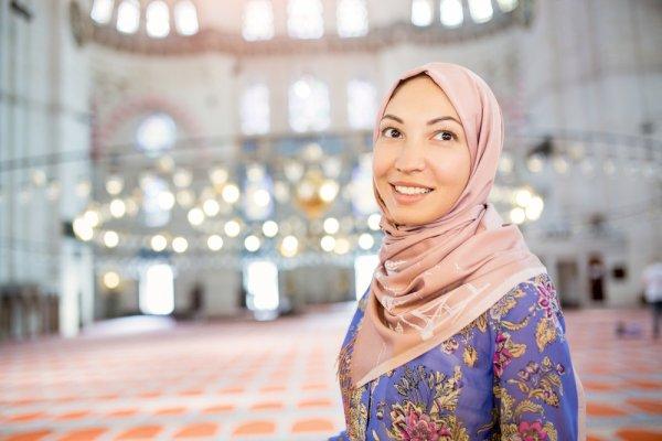Tampil Mewah dan Elegan dengan 10 Rekomendasi Jilbab Segi Empat Ini