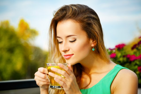 Start Living a Healthier Life with the Use of Green Tea. Discover the Multiple Benefits of Drinking Green Tea and the Right Way to Prepare a Cup of Green Tea (2020)
