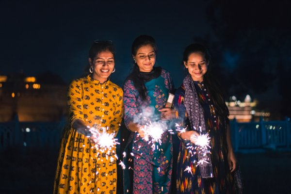 Celebrate the Festival of Lights in Style with Your Friends and Family: Top Diwali Party Ideas to Organise the Most Spectacular and Memorable Night of the Year! (2020)
