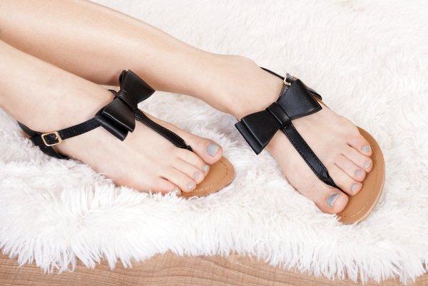 Makin Trendy dengan 10 Sandal Bata Terbaru agar Gaya Terlihat Maksimal (2018)