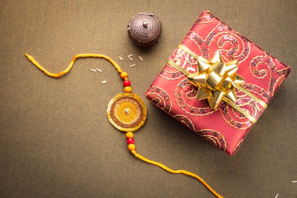 Dazzle Your Brother with Amazing Rakhis from Amazon India + 5 Trendy Return Gifts for Sisters