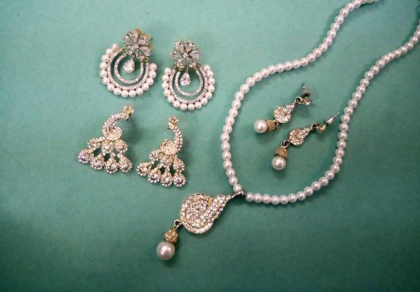 Mencari Hadiah Perhiasan yang Bagus untuk Pasangan? Kami Punya 10 Rekomendasinya untuk Anda