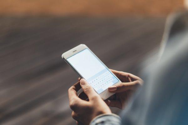 10 Handphone dengan Desain Keren yang Bisa Bikin Kamu Tampil Kece di Setiap Saat