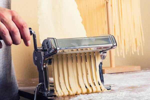 9 Rekomendasi Mesin Pembuat Mi yang Gampang Digunakan di Rumah