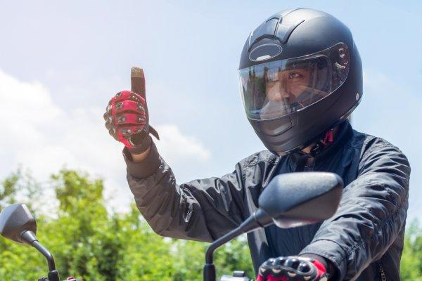 Tampil Trendi di Jalan Raya dengan 10 Rekomendasi Helm Zeus yang Wajib Kamu Miliki (2020)