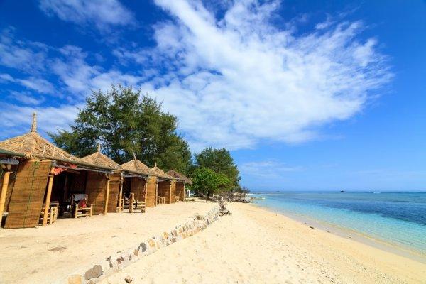 Jangan Tanya! Nikmati Sendiri Liburan Seru ke 12 Pantai Cantik di Indonesia Ini!