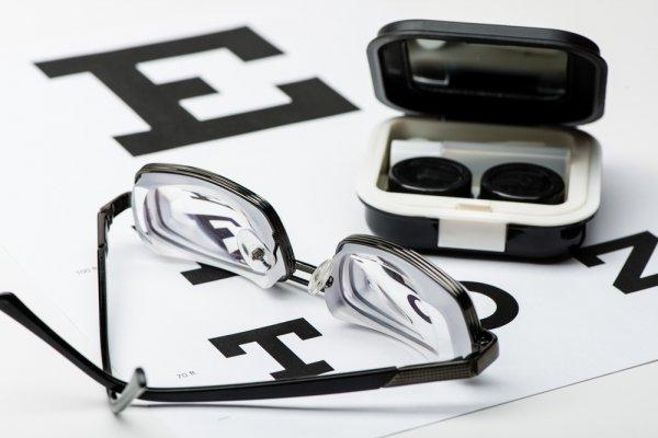 10 Pilihan Terbaik Kacamata Minus Pria agar Tetap Kece! 56073a871c
