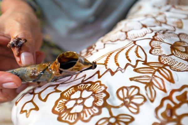 Menawan dengan 8 Model Rok Batik Modern yang Pas untuk Berbagai Acara