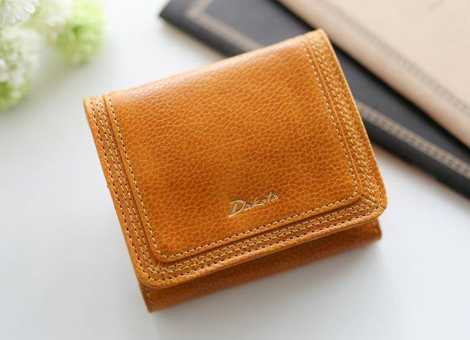56e206e48556 女子大学生にぴったりのレディース二つ折り財布を見つけるには、可愛いアイテムを多く取り扱っているブランドをチェックしましょう。