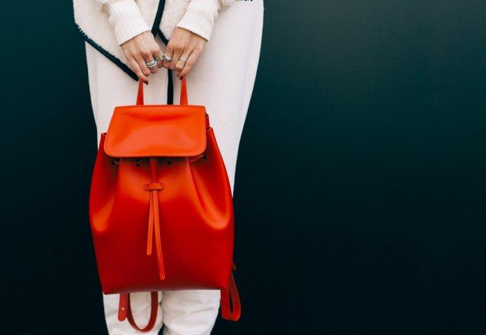 4e75dfbff81a 50代女性から注目を集めているリュックの人気ブランドをランキングでご紹介します!  軽いスポーティーなものから、耐久性を重視したもの、シックで大人の装いを感じ ...
