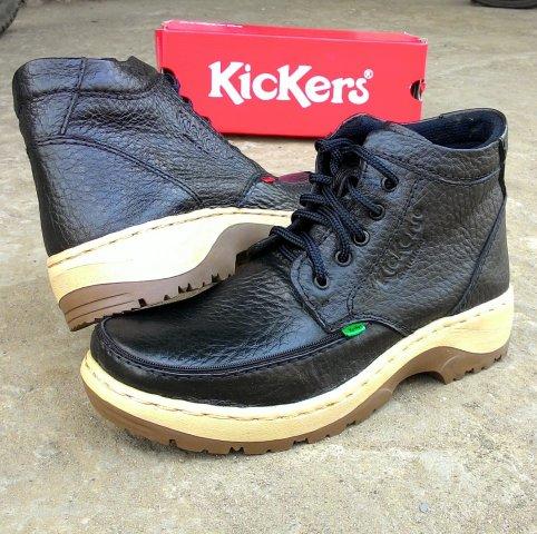 Kickers adalah pilihan prioritas bagi pria yang suka memakai sepatu kulit  sapi asli dan 7945ae979a