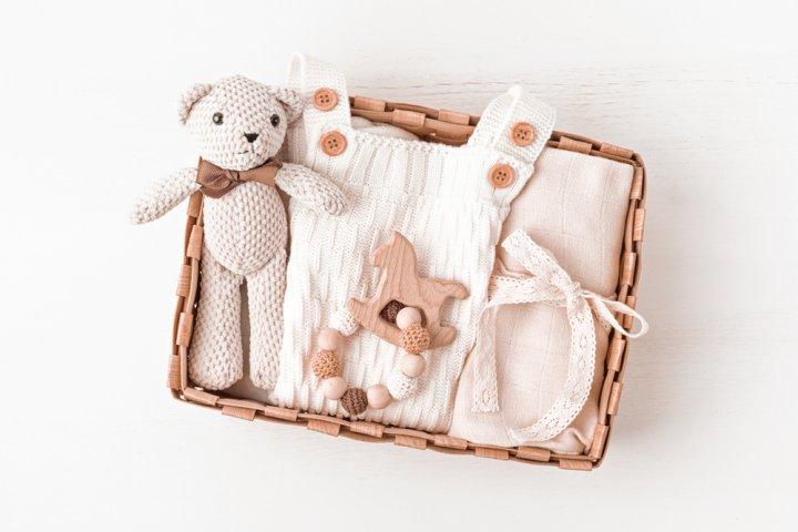 出産祝いのプレゼント 人気&おすすめランキング33選!女の子・男の子向けのギフトや相場、メッセージ文例も紹介!