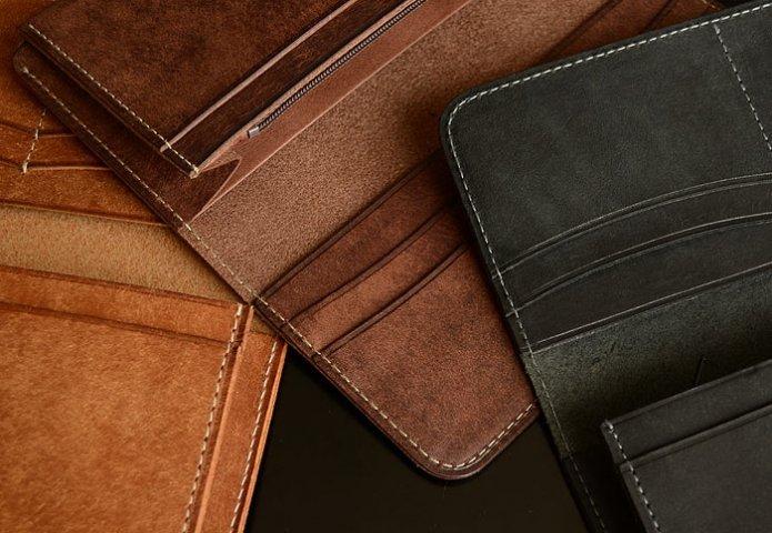 7e5bb524dbce 男性に人気のおしゃれなイタリアンレザーのメンズ財布4選. 男性へのプレゼントにおすすめのイタリアンレザー財布を、アイテム別にご紹介します。
