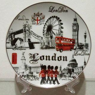 Pajangan Piring Keramik London F